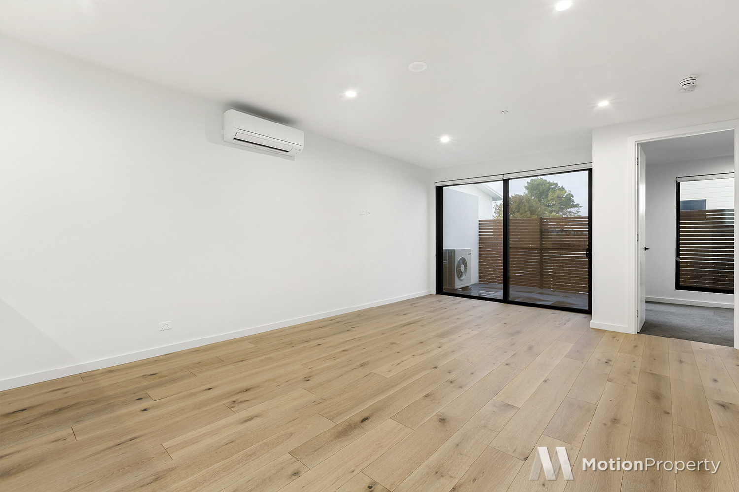 Convenience, Lifestyle, Spacious Living in the heart of McKinnon!